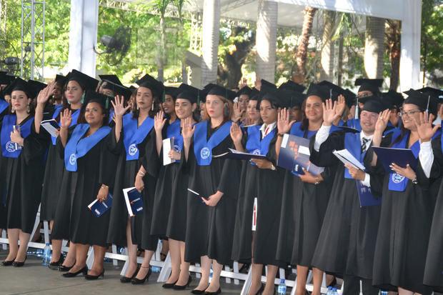 UAPA celebra su graduación 56 con 1,091 profesionales