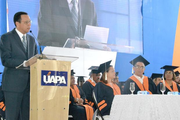 El ministro de educacion Antonio Peña Mirabal fue el orador invatado de la graduación.