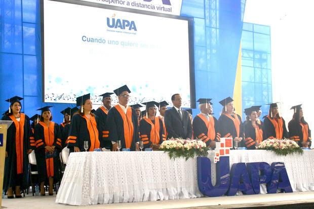 Autoridades que presidieron la mesa de la graduación 56 de la UAPA .