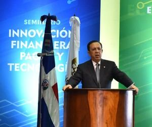 Gobernador del Banco Central Héctor Valdez Albizu.