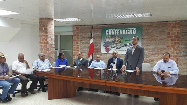 Hecmilio Galvan,  de Confenagro cuando anunciaba cooperativizacion del sector agopecuario.