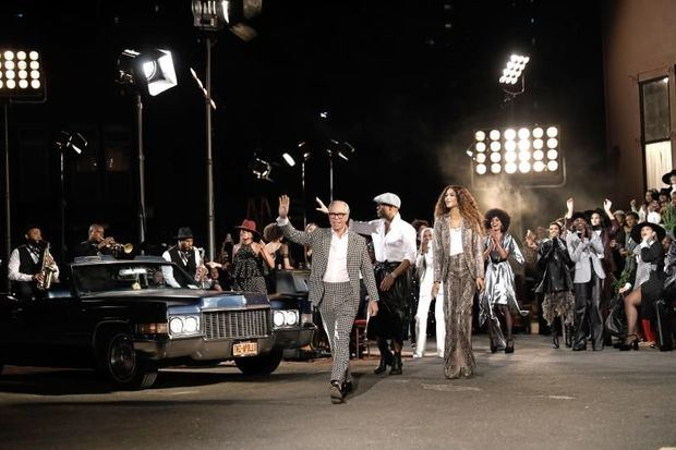 Hilfiger y Zendaya recrean el glamur de los 70 en el Apollo de Nueva York