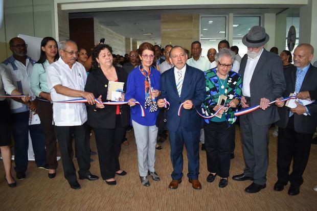 "Inauguran expo-colectiva ""El Rostro del Maestro"""