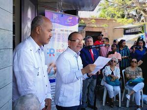 El director de la BNPHU, Diómedes Núñez Polanco, destaca los valores del Poeta Nacional.