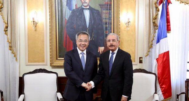 Viceprimer ministro chino realiza visita de cortesía a presidente Medina