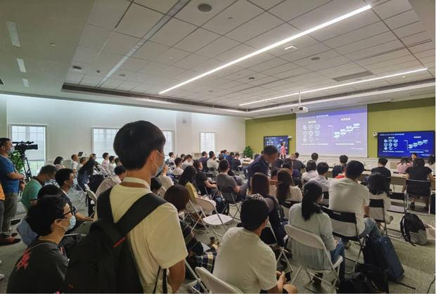 Foto para la Tech. Sesión de la Plataforma de Mapas.