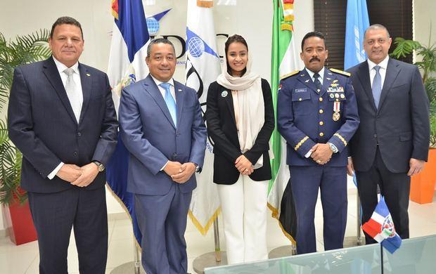 Representante de Emiratos Árabes Unidos en Consejo de la OACI visita al director del IDAC