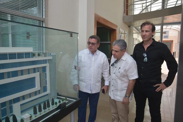 Empresario Nicolas Delrieu visita edificio IGlobal