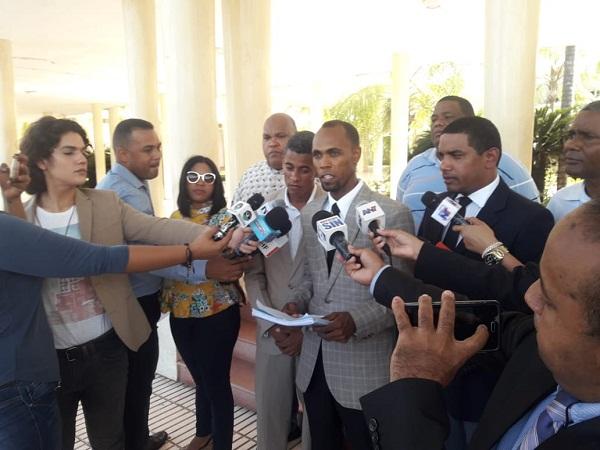 Esperan que el MP admIta querella contra rector de la UASD