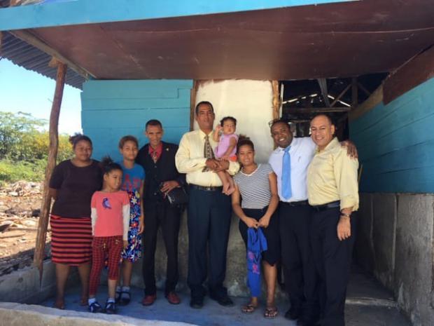 Iglesia Adventista entrega viviendas a familias de escasos recursos de Azua