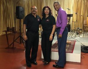 Los pastores José Morales y Mayra Adames, junto al psicólogo clínico y terapeuta familiar, Manuel Abreu.