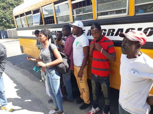 DGM deporta más de 500 extranjeros luego de intervención en distintas provincias