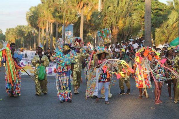 Alcalde Collado encabeza el Carnaval Santo Domingo 2019