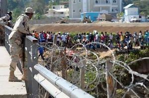 Un millar de haitianos abandona República Dominicana por el coronavirus.