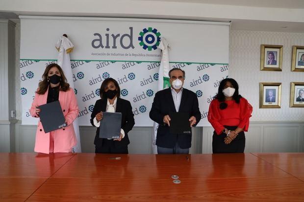 AIEHAINA, AIRD y NUVI firman acuerdo para la recolección de botellas plásticas