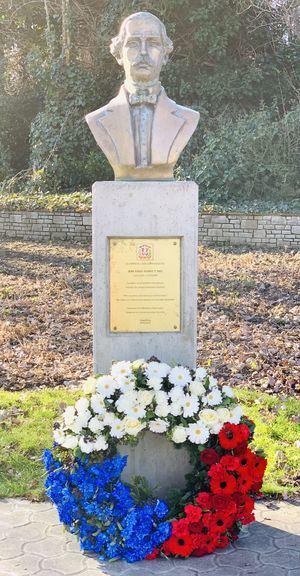 Busto del patricio Juan Pablo Duarte ubicado en la Plaza de Latinoamérica y el Caribe del parque del Danubio, en la ciudad de Viena.