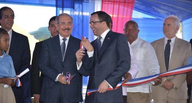 En Barahona, presidente Danilo Medina entrega tres nuevos y ampliados centros educativos