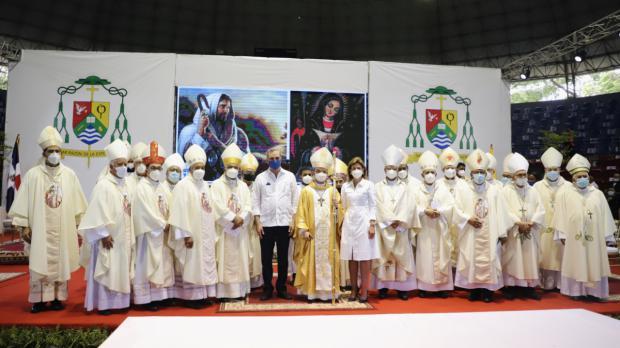 Presidente Abinader asiste a la ordenación del nuevo obispo de San Francisco de Macorís