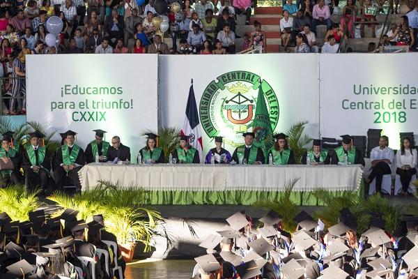 La Universidad Central del Este gradúa 483 nuevos profesionales