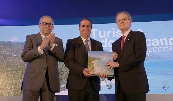 """El Popular presenta el libro """"Turismo dominicano: 30 años a velocidad de crucero"""""""