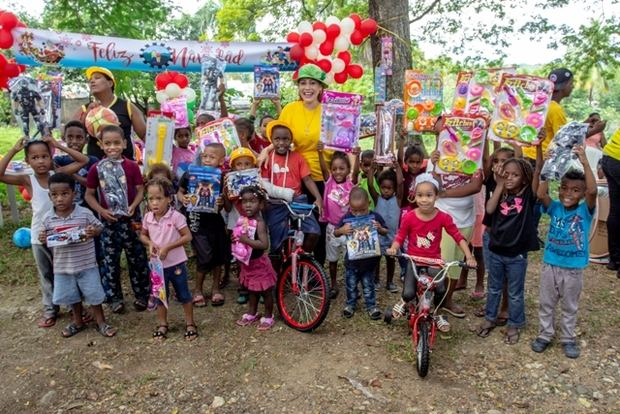 Fudonide realiza tradicional entrega de juguetes en Villa Mella