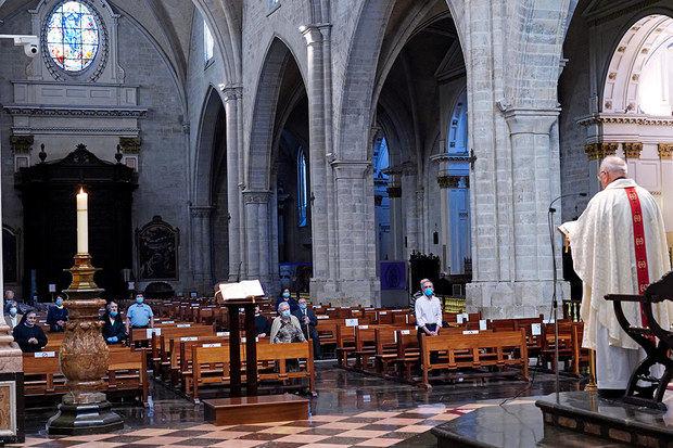 Los templos católicos reabrirán el 3 de junio con el 30 % de su capacidad