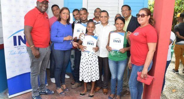 Mayobanex Escoto visitó el lugar atendiendo a una solicitud formulada, en ese sentido, por la diputada oficialista Yomary Saldaña.