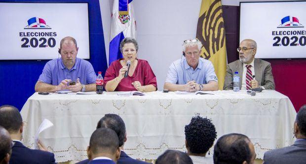 Los partidos políticos se reúnen con la IFES en la Junta Central Electoral