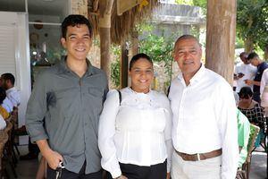 Iker Irazabal, Sasha Mora y Eduardo Vásquez.