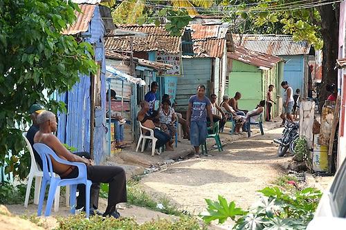 El 20 % de los dominicanos más pobres tiene déficit de 41,844 pesos al año