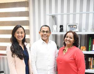 El director general del INFOTEP, Rafael Ovalles, junto a asesoras internacionales Paula Betancur y Andrea Varon.