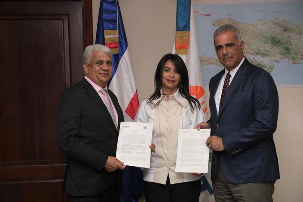 Instituto Nacional de Tránsito y Transporte Terrestre (INTRANT), la Red Nacional de Transporte Terrestre (RNTT) y la Federación Nacional de Transporte Dominicano (Fenatrado), firmaron un acuerdo.
