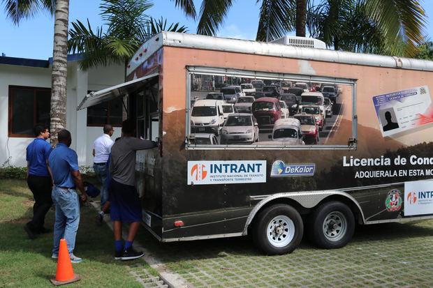 INTRANT lleva servicios de renovación licencias a localidades del país