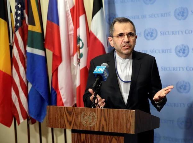 El embajador permanente de Irán en la ONU, Majid Takht-Ravanchi, aseguró este lunes que su Gobierno no puede entablar un diálogo directo con EE.UU. mientras su país está siendo amenazado.