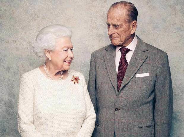 La reina Isabel II junto a su marido el príncipe Felipe.