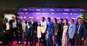 El equipo de La isla rota en la premiere de la exquisita producción cinematográfica anoche en Donwtonw Center Caribbean Cinemas.