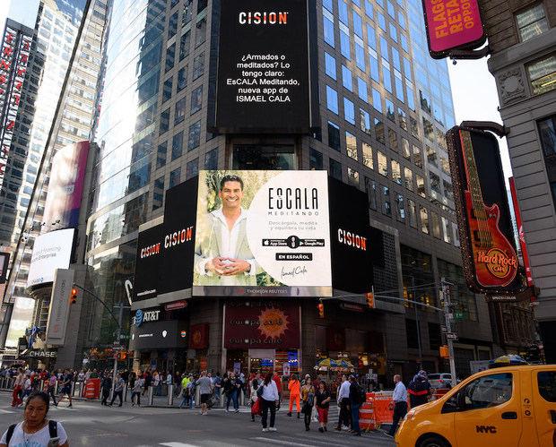 Ismael Cala lleva a las pantallas de Time Square el problema de las armas en EEUU