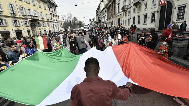 Miles de personas marchan en Milán contra la discriminación y el racismo