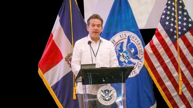 Víctor Bisonó.