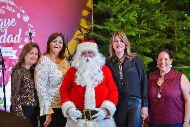 Occidental Mall celebra lanzamiento del bosque Navidad