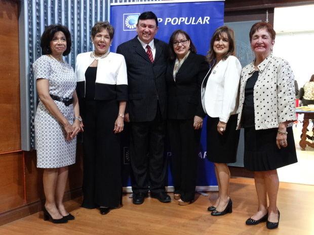 Rhina Ibert, Olga de los Santos, J. R. Román, Candy Román, Noris Sánchez, y Margarita Mendoza.