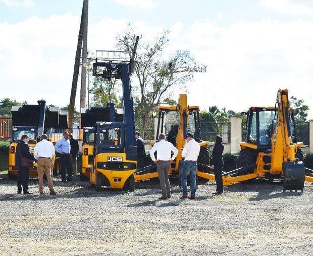 Ejecutivos JCB visitan a su distribuidor oficial Tecnomaquinarias Diesel en RD