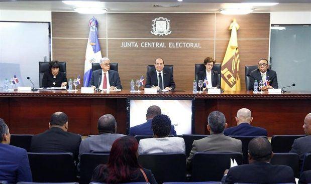 JCE aprueba norma para elegir representantes a Parlacen