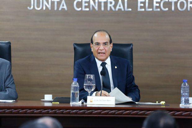 El Pleno de la Junta Central Electoral, JCE, encabezado por su Presidente, Magistrado Julio César Castaños Guzmán aprobó el Pacto de Fusión entre Alianza País y Opción Democrática.