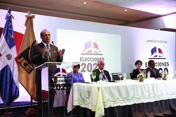 El Presidente de la JCE destacó a los medios de comunicación que las Primarias Simultáneas cuentan con importantes organizaciones.