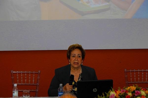 """Dictan conferencia """"Mejores Prácticas de la Enseñanza"""" en la UCE"""