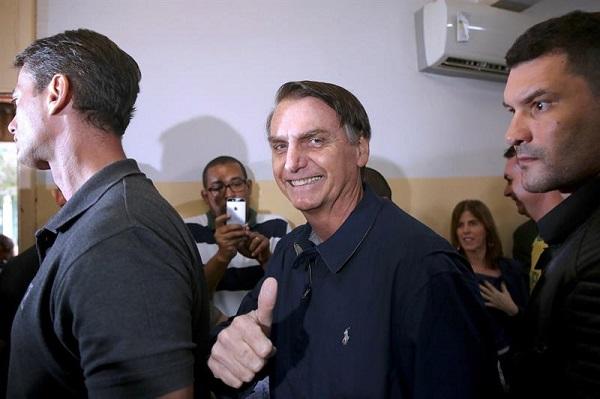 Bolsonaro confía en ganar en primera vuelta y Haddad y Gomes en ir a segunda vuelta en elecciones de Brasil