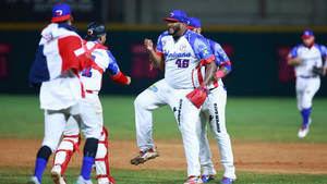 4-3. Japón viene de atrás y vence a Dominicana en el inicio del béisbol.