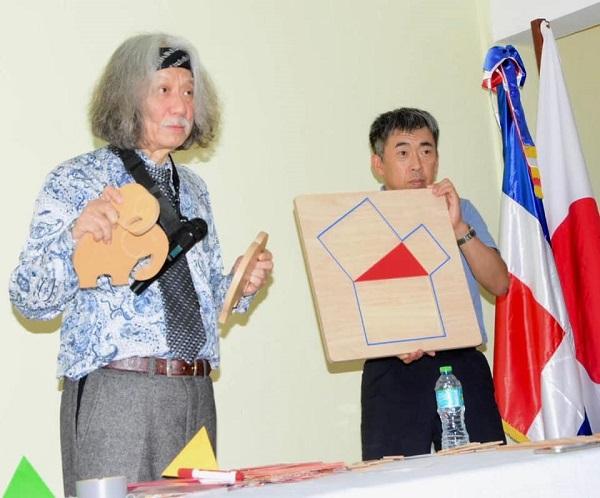 Científico de Tokio concluye conferencia y talleres de Matemáticas