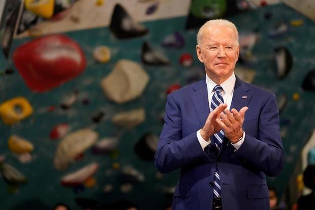 Biden advierte a Rusia mientras EE.UU. se asoma a un Día de los Caídos